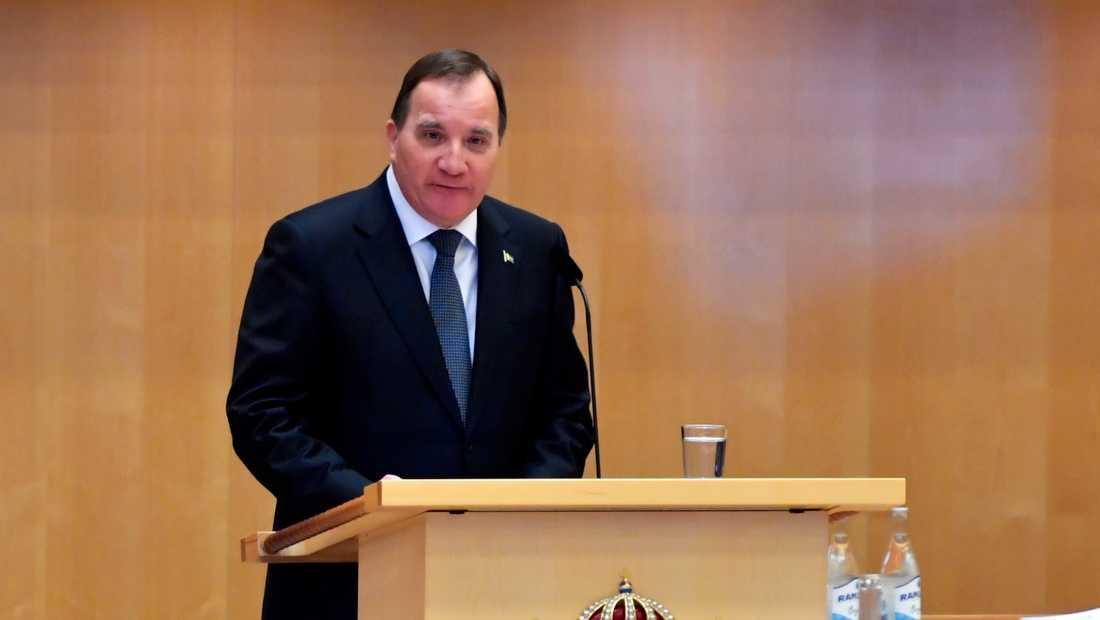 Statsminister Stefan Löfven (S) läser regeringsförklaringen i rikdagens kammare.