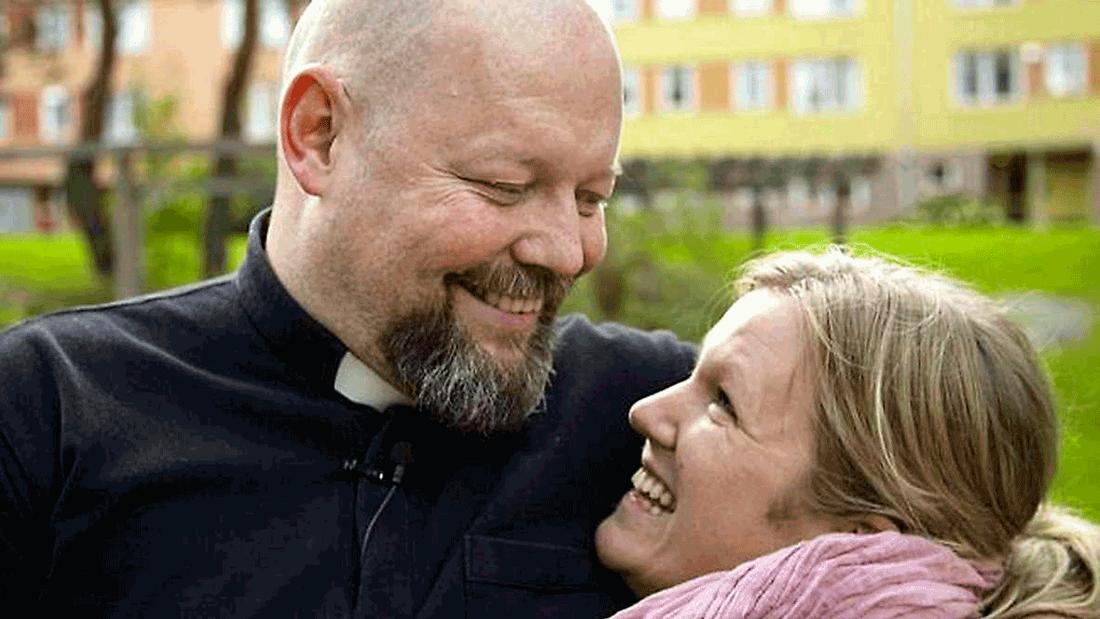 """Prästen David Castor sökte kärleken i dejtingprogrammet """"Tro, hopp och kärlek"""" – och hittade den i Anna-Klara Gustavsson"""