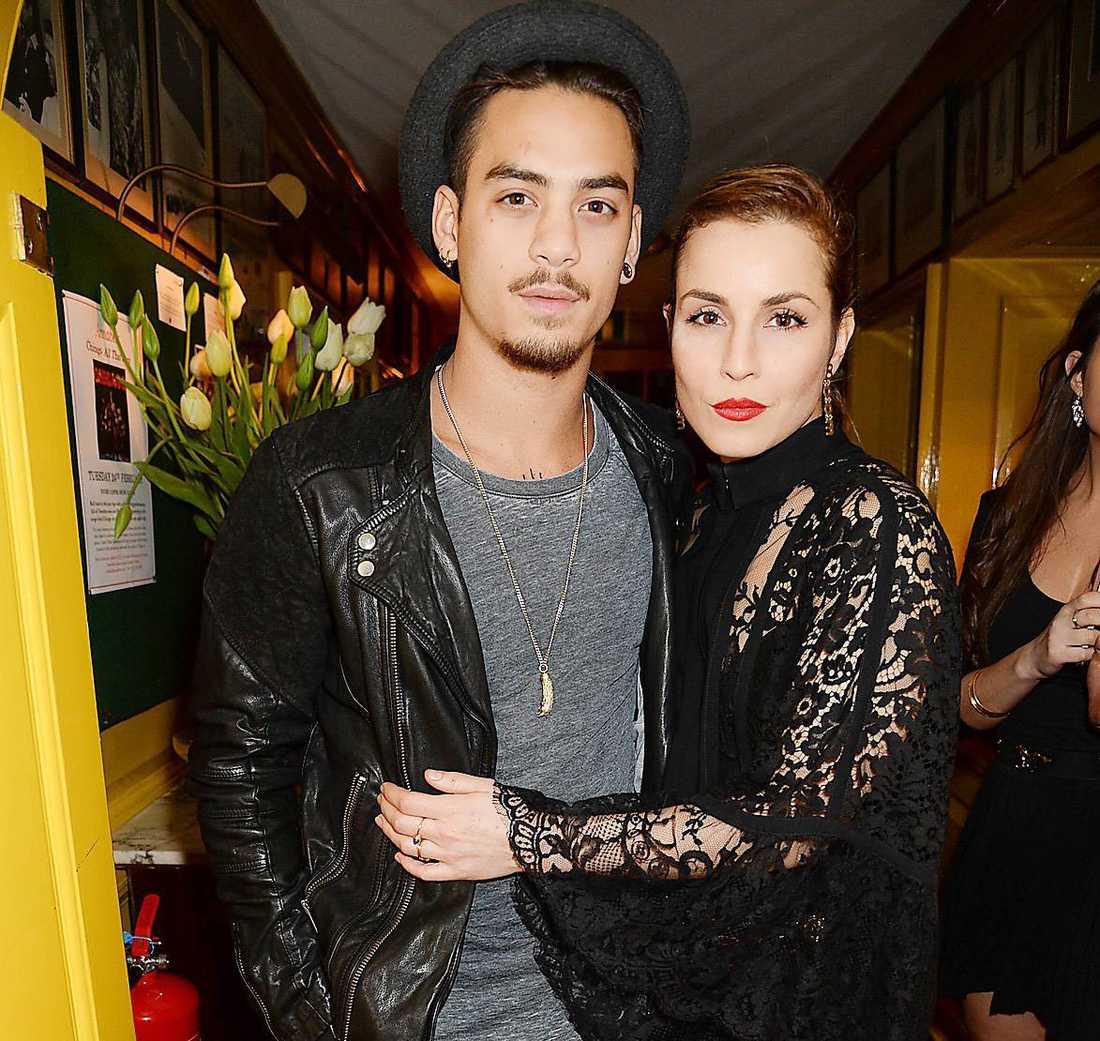 Noomi Rapace tillsammans med thaiboxaren och modellen Sanny Dahlbeck på röda mattan. Nu ryktas det att förhållandet är över.