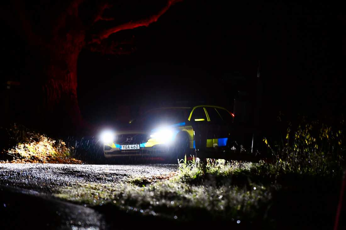 Polisen i ett område i närheten av Åtvidaberg under fredagkvällen.