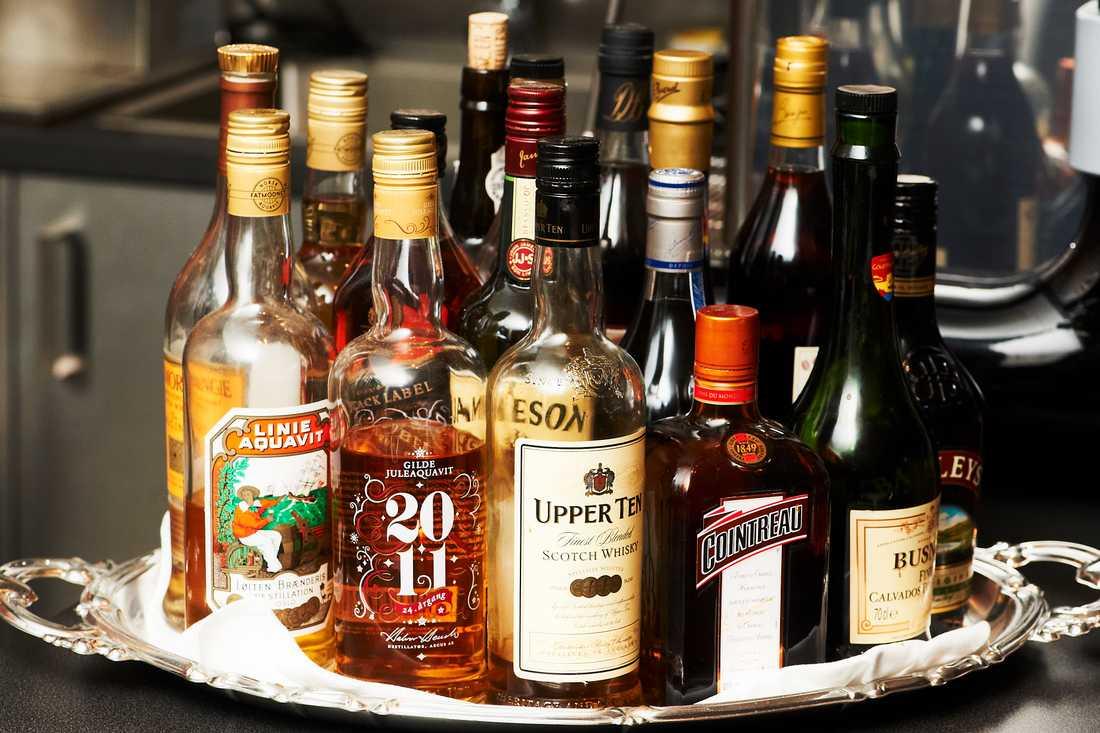 Alkoholkonsumtionen minskar. Snittsvensken dricker ändå motsvarande 92 flaskor vin. Arkivbild.