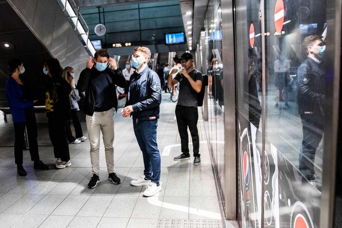Människor i Köpenhamns metro.