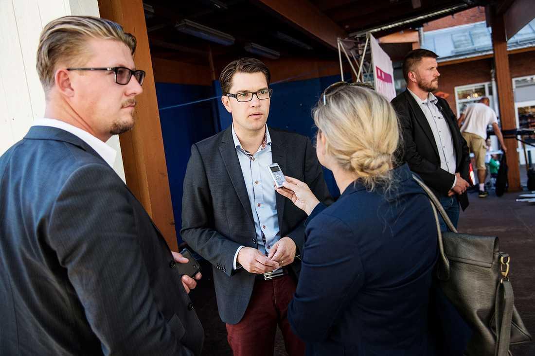 SD-ledaren Jimmie Åkesson med SD:s stabschef Linus Bylund.