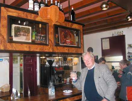 En Bar I Tva Lander Staffan Heimerson Balanserar Mellan Schweiz Och Frankrike Aftonbladet
