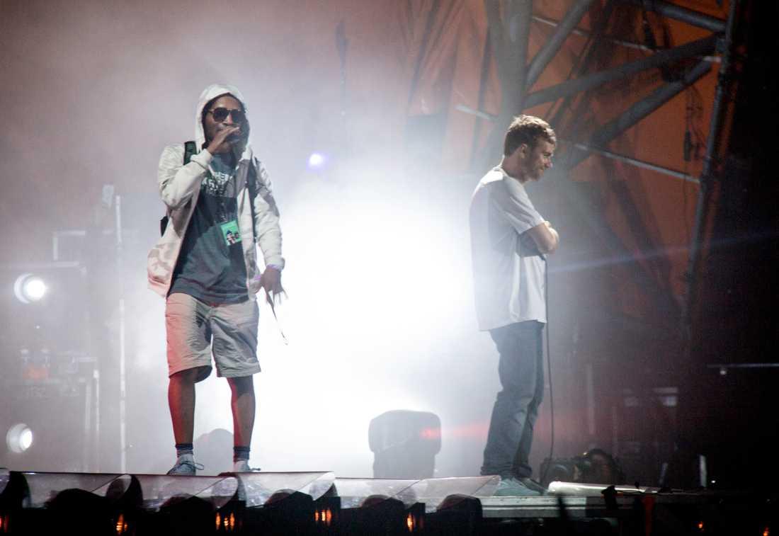 Det var under Gorillaz konsert på festivalen som stjärnan trillade.