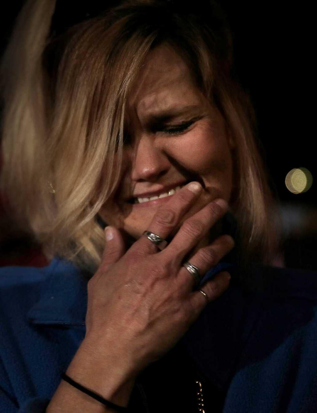 Jacklyn Dunlop gråter av känslor efter Mitt Romneys tal.