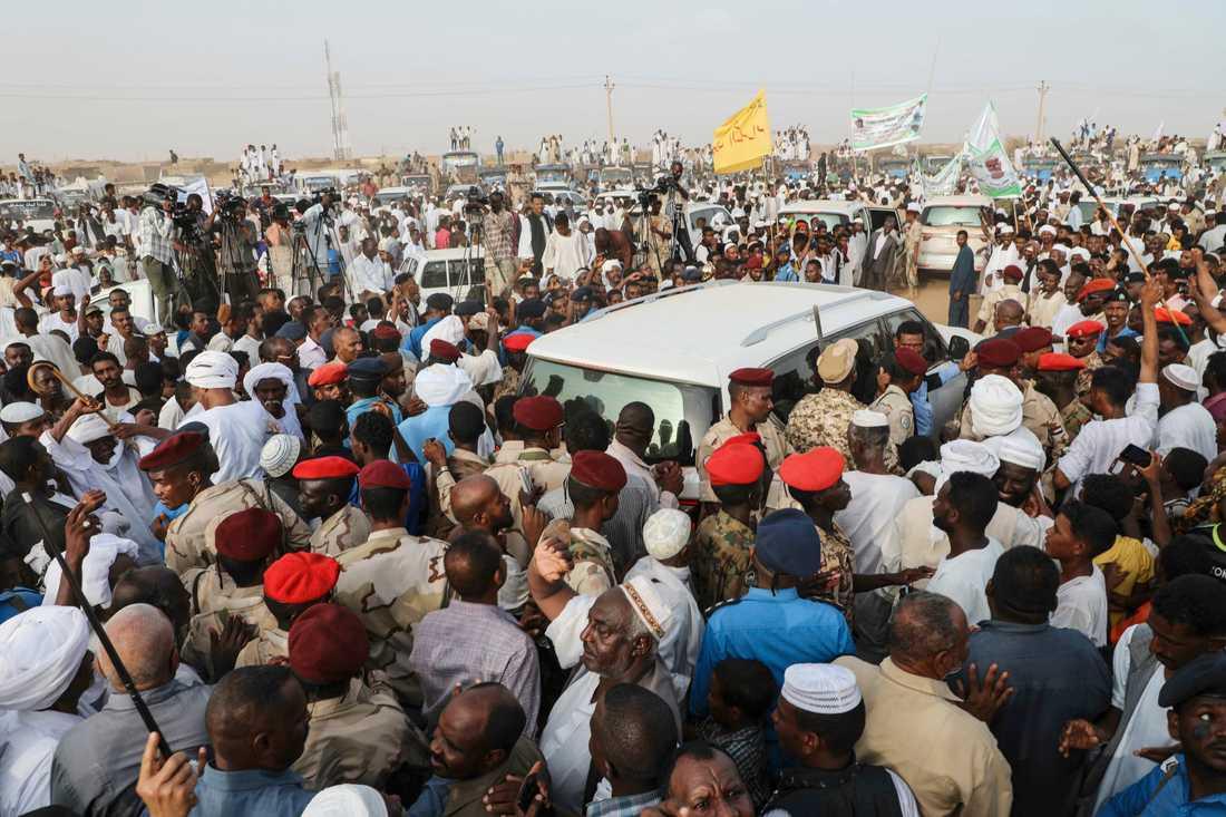 Många samlades i helgen när militärjuntans näst högste ledare Mohamed Hamdan Dagalo höll tal.