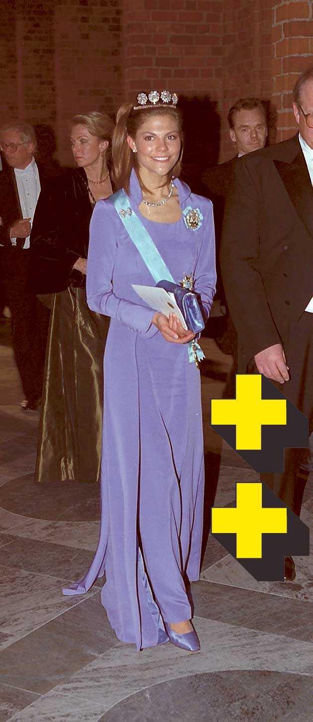 1997: Lavendel-lila är en vacker och lugn färg och klär Victoria som egentligen passar i alla färger eftersom hon är så mörk. Men det är en ganska tråkig klänning.