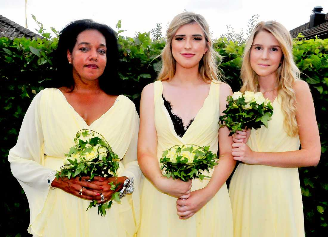 Gigi Hamilton (till vänster) var en av brudtärnorna.