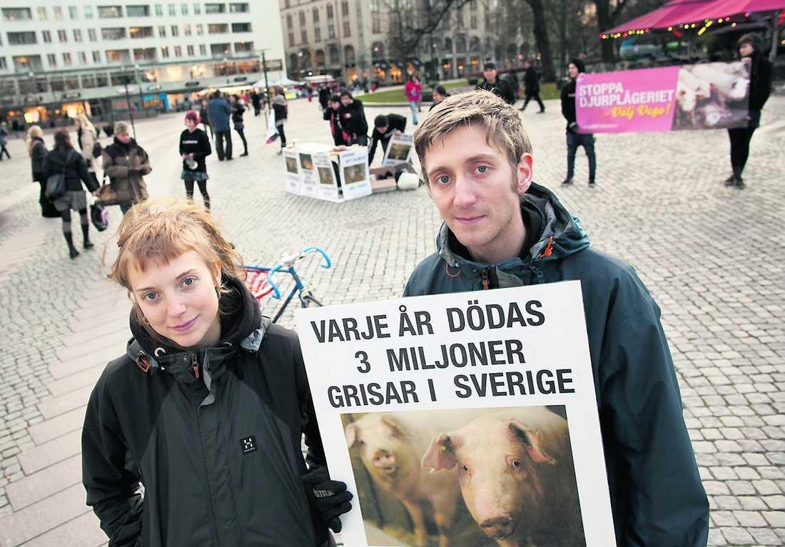Linnea Kjellsson och Johan Karlsson i Djurättsalliansen.