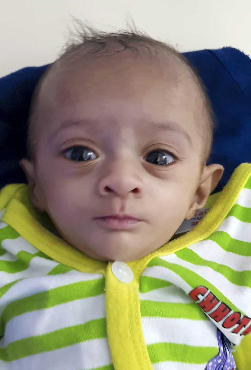 Manushi är nu 6 månader gammal och väger 2,3 kilo.