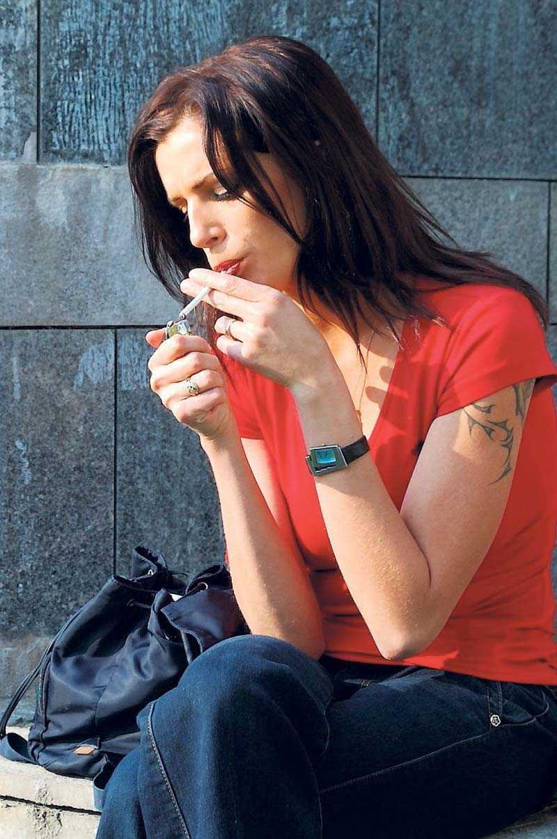 Rökpaus Arbetsgivare bör förbjuda rökning även under rasterna, skriver Ingeborg Olèni.