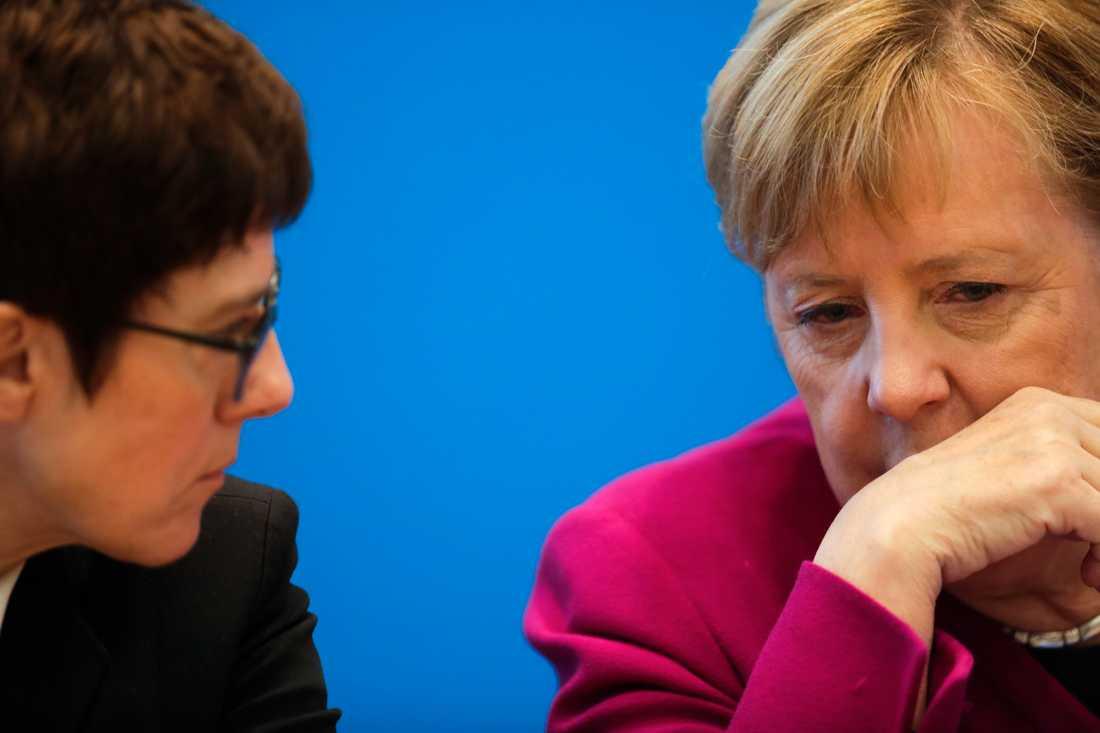 Annegret Kramp-Karrenbauer, partiledare för Kristdemokraterna, tillsammans med förbundskansler Angela Merkel.