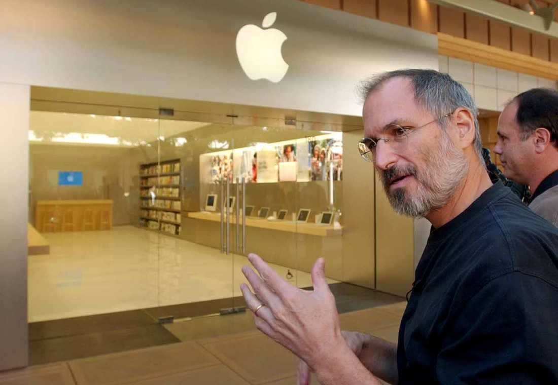 Invigning Steve Jobs vid öppningen av den allra första Mac mini store i Palo Alto, Kalifornien.
