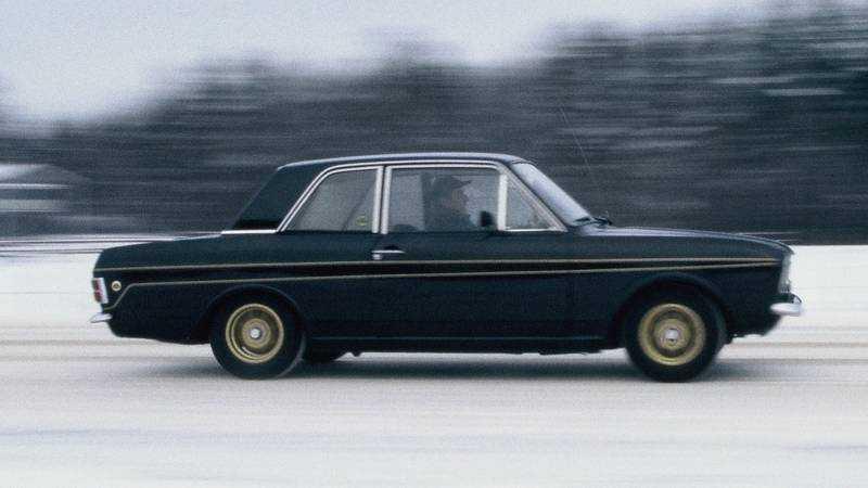 Fords Lotus Cortina hade MacPhersons framvagn och var en vinnarbil, både på banorna och i rallyskogen. Ända sedan dess har de flesta billtillverkare påstått att MacPhersons fjäderben ger bäst vägegenskaper – glöm det.