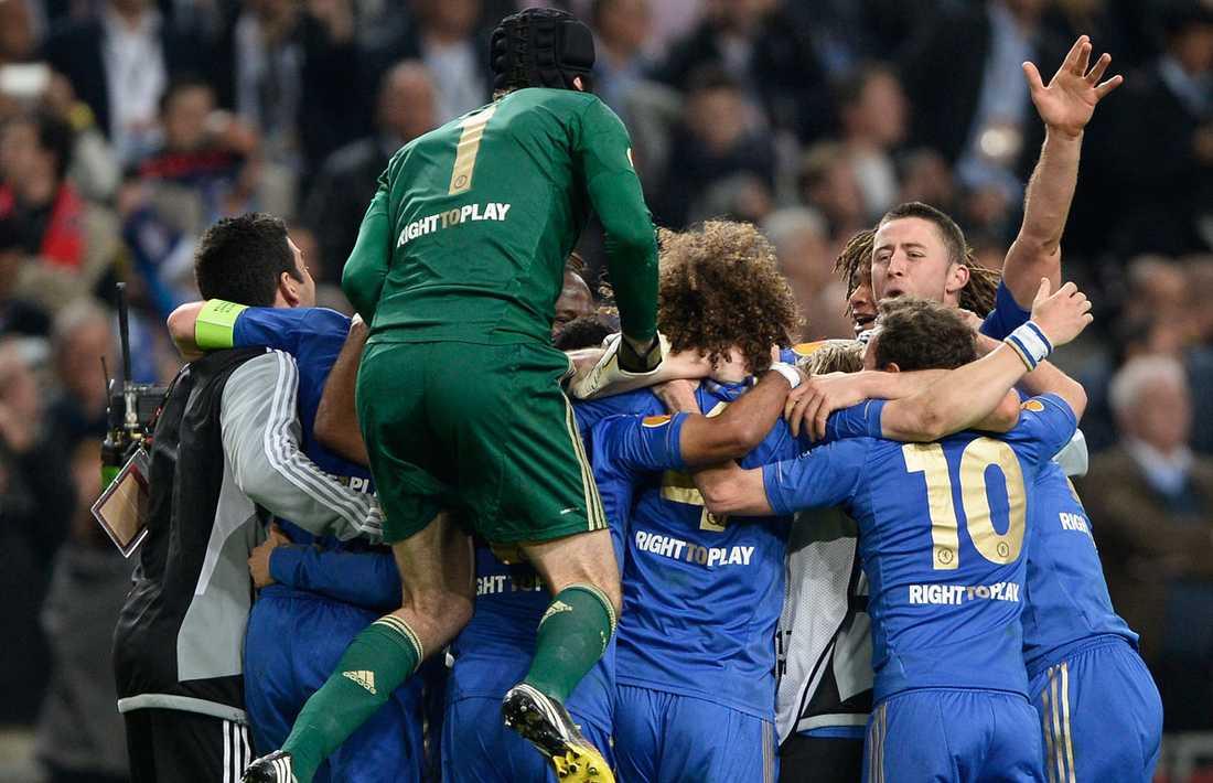 Vild glädje bland Chelseaspelarna efter det avgörandet målet.
