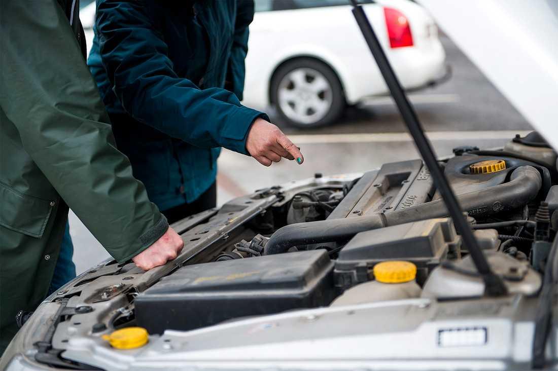 Gå igenom bilen ordentligt. En repa eller trasig lampa kan påverka priset.