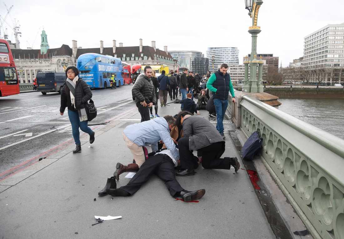 Ett 40-tal människor skadades på bron – två har dött, och för flera är skadorna livshotande.
