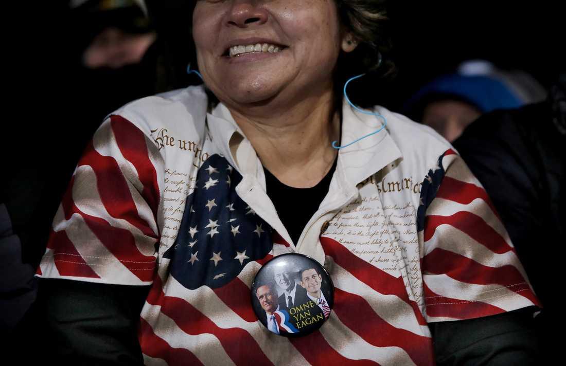 Mitt Romney valtalar i West Chester i viktiga delstaten Ohio inför runt 30 000 människor.