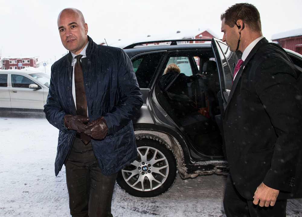 Fredrik Reinfeldt anländer till Sälen