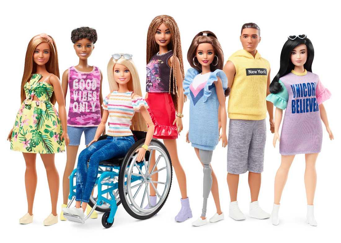Barbie i ständig förändring. I sommar kommer dockan med benprotest och rullstol efter önskemål till tillverkaren.