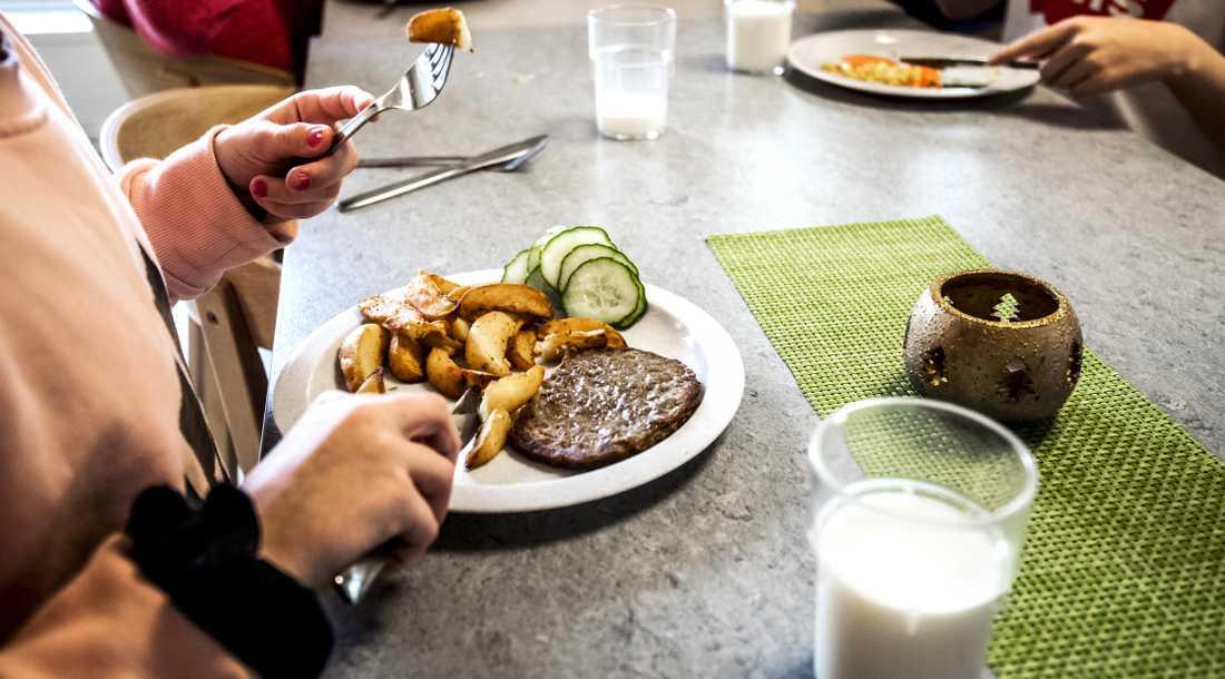 Kommunen har beslutat att minst 90 procent av all mat på Malmös skolor vara ekologisk eller miljömärkt under 2020.