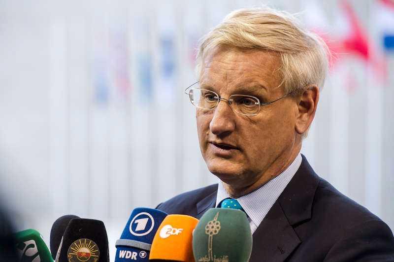 Att samtalet spelats in och läckts visar enligt utrikesminister Carl Bildt vilket politiskt spel som pågår.