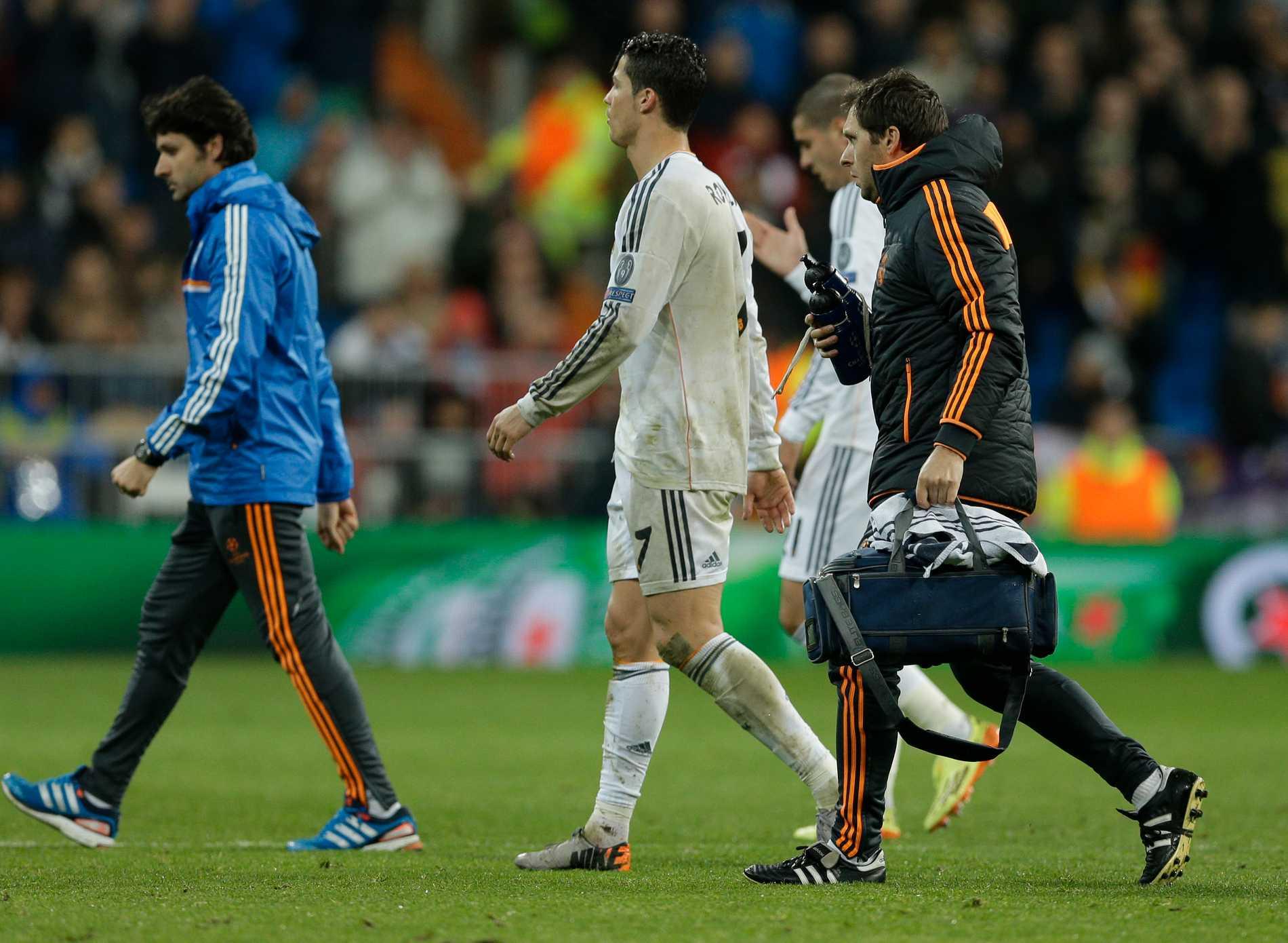 Skadad Cristiano Ronaldo blir borta i 15 dagar.