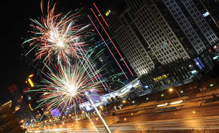 Kineserna firar nyår i dag - det nya året är kaninens.