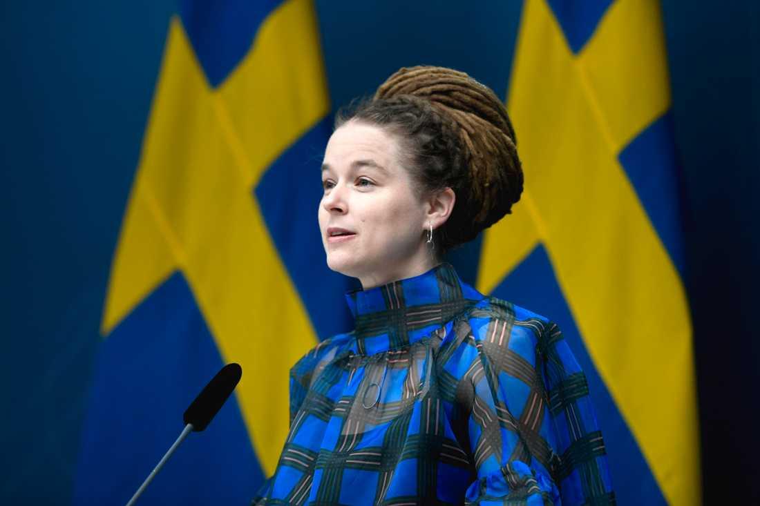 Kultur- och demokratiminister Amanda Lind (MP) presenterar ytterligare 319 miljoner kronor i stöd till kulturen, den här gången till statligt finansierade verksamheter.