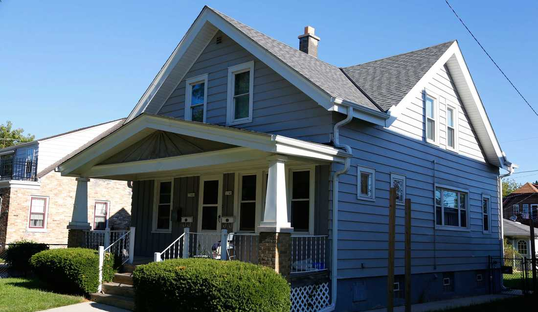 Här, i en villa i Cudahy, Wisconsin, bodde den misstänkte skytten Wade Michael Page på övervåningen.