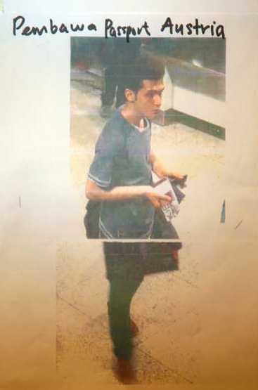 Pouria Nour Mohammad Mehrdad, 19, ska också ha rest med falskt pass.