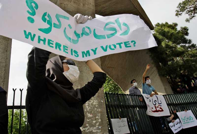 """""""Var är min röst?"""" undrar en demonstrant i Teheran."""