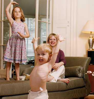 ÄLSKAR BARNEN   En sak som Kate Reddy och jag har gemensamt är kärleken till barnen, säger Allison Pearson, här med Evie och Thomas.