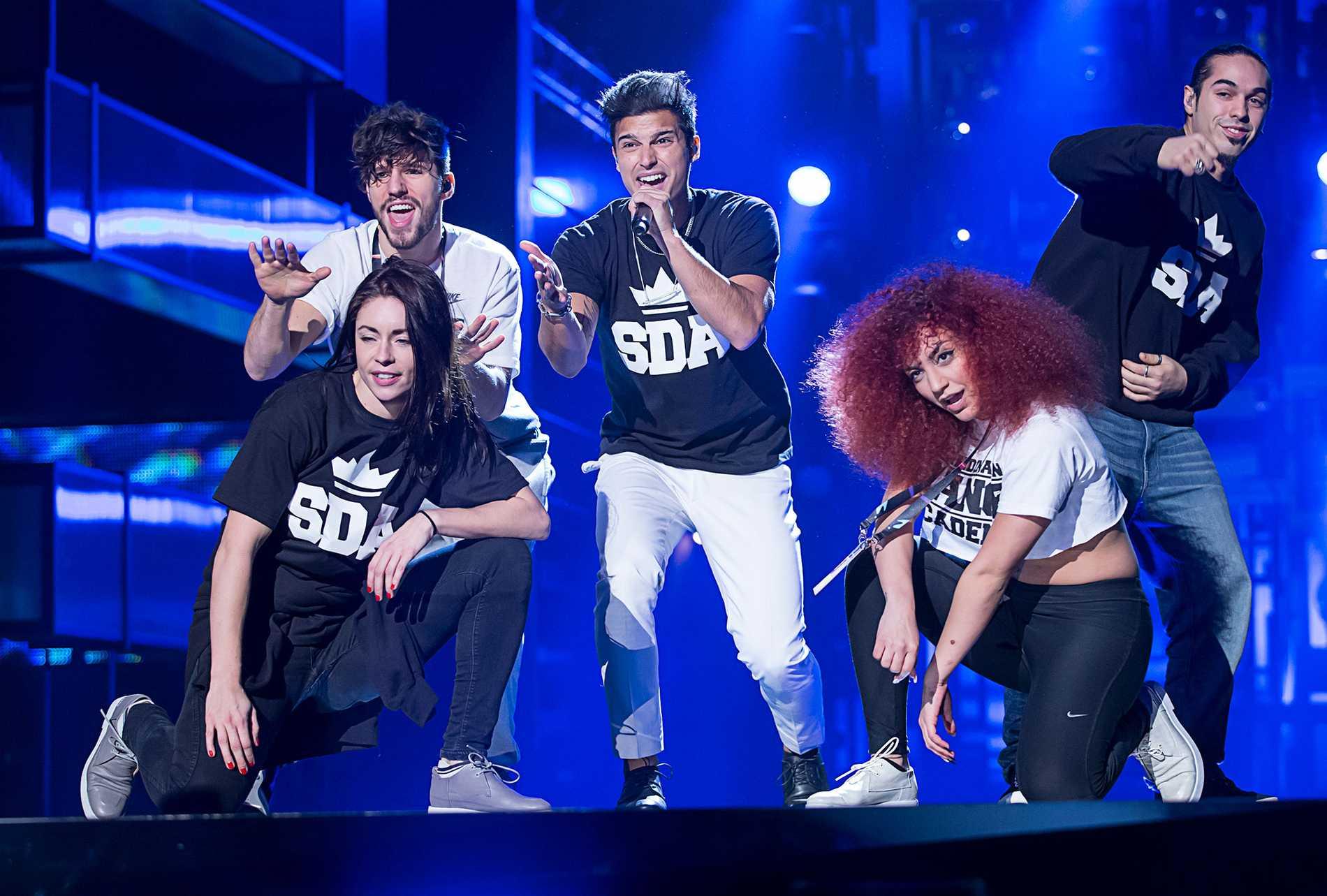 Eric Saade, i mitten, är spelbolagens oddfavorit till segern i Melodifestivalen.