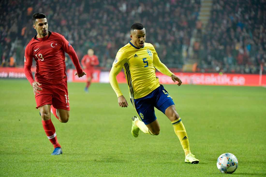 När landslaget besegrade Turkiet 2018 fick Martin Olsson vara med. Det får han inte på lördag.