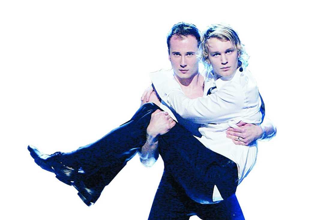 """""""What is love?"""" frågade sig Björn under ett dansnummer i Melodifestivalen. Nu ser han ut att ha funnit svaret."""