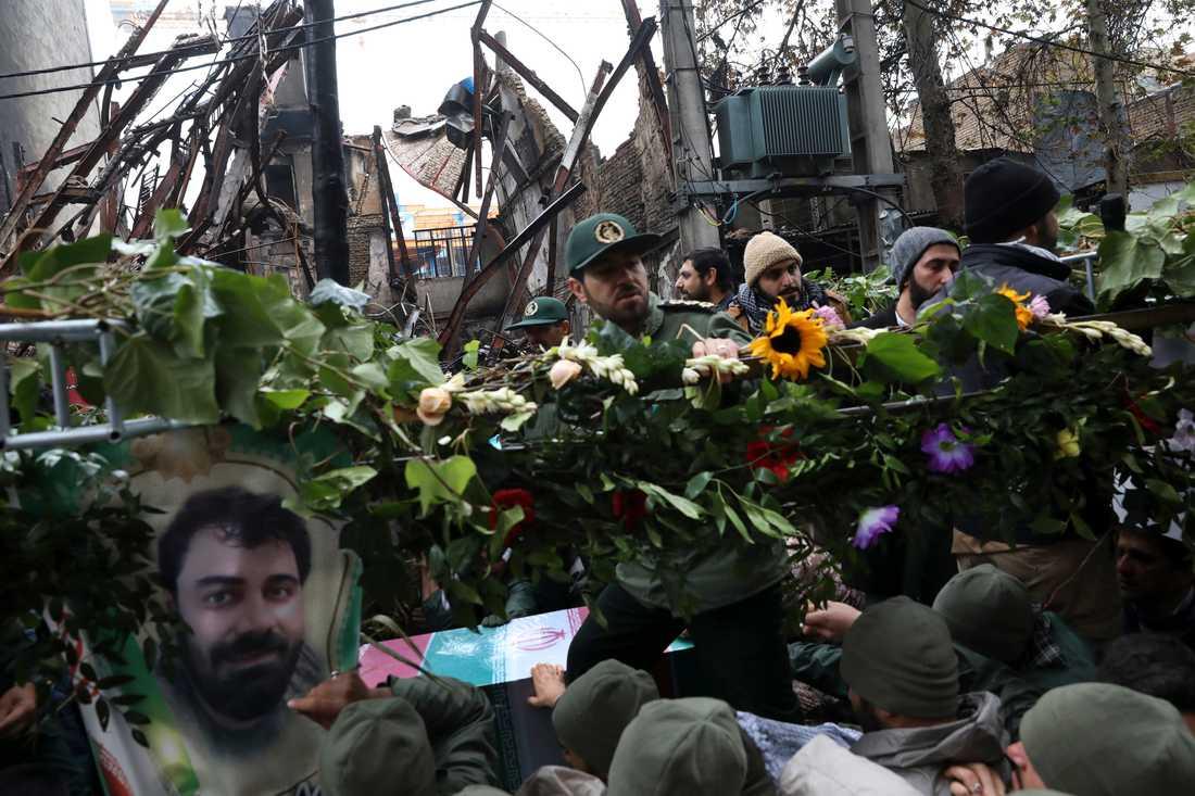 Protesterna mot regeringens sänkta bensinsubventioner har hittills krävt över 100 människoliv, enligt människorättsorganisationer.