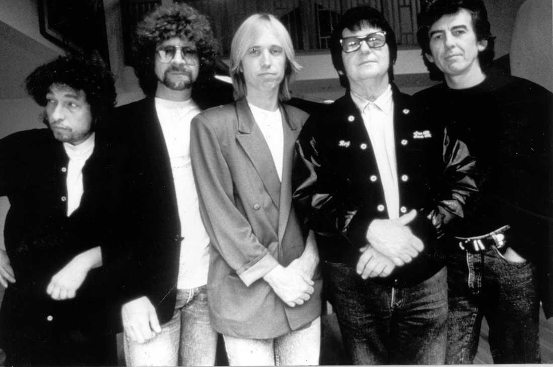 Bandet Traveling Wilburys 1988. Bob Dylan, Jeff Lynne, Tom Petty, Roy Orbison och George Harrison.