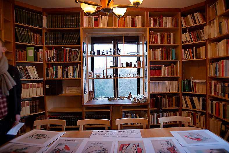 Jan Myrdals bibliotek är Sveriges största privata samling med 50 000 volymer.