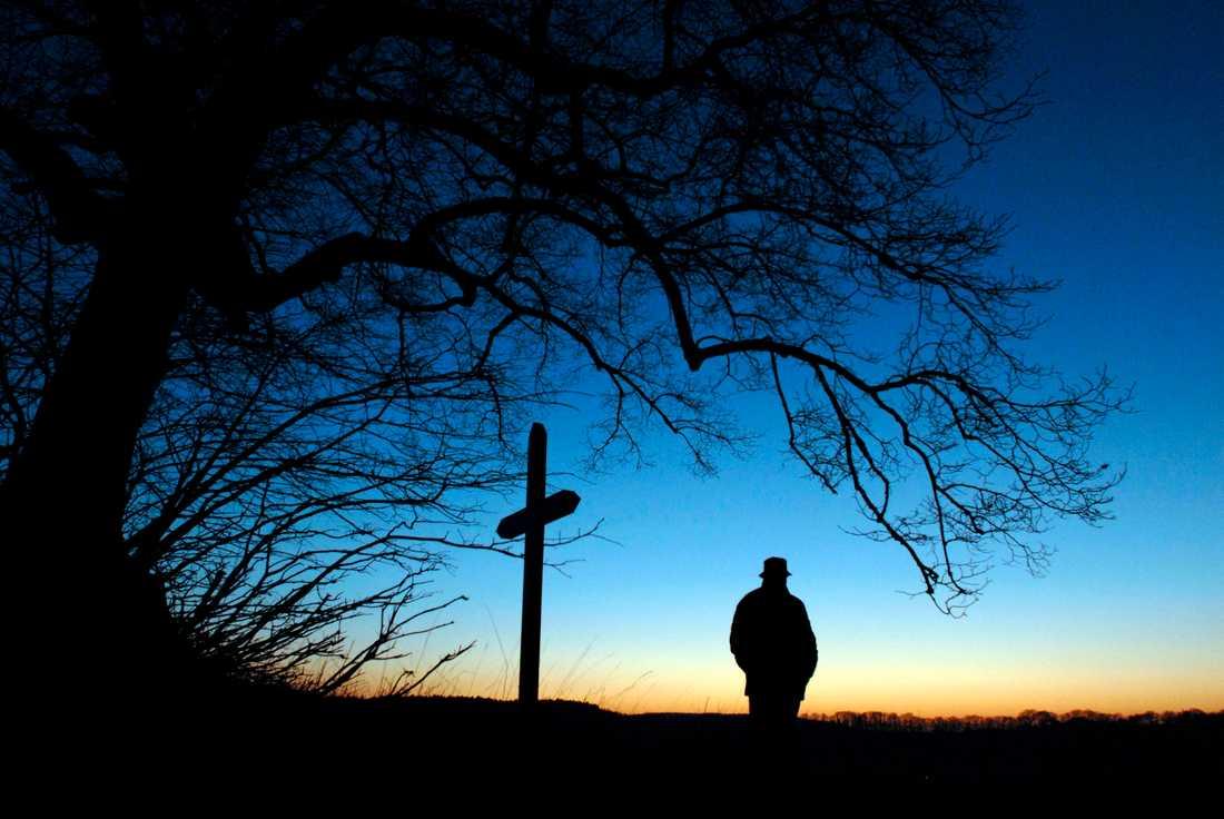 Många, särskilt män, firar jul ensamma. Under vintern ökar också självmorden, men trots det skärs psykiatrin ned över hela landet.