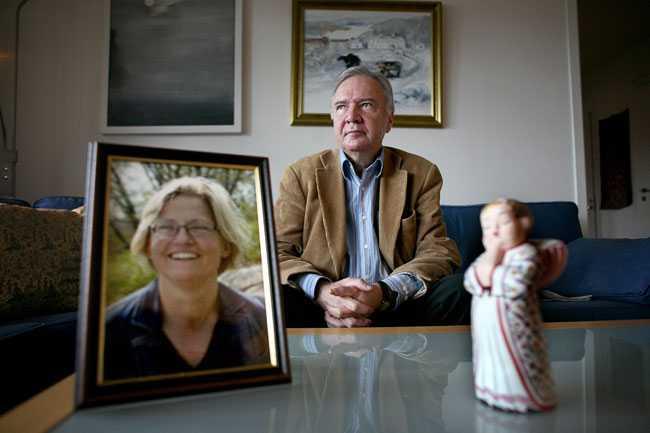 Bo Holmberg i hemmet på Södermalm, fem år efter Anna Lindhs död.