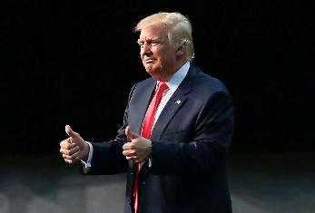 Kan det bli handbojor för Trump? Konstigare saker har hänt, skriver Peter Kadhammar.
