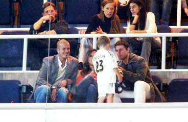 """TOM CRUISE var David och Victoria """"Posh"""" Beckhams privata gäst i Real Madrids vip-loge i går."""