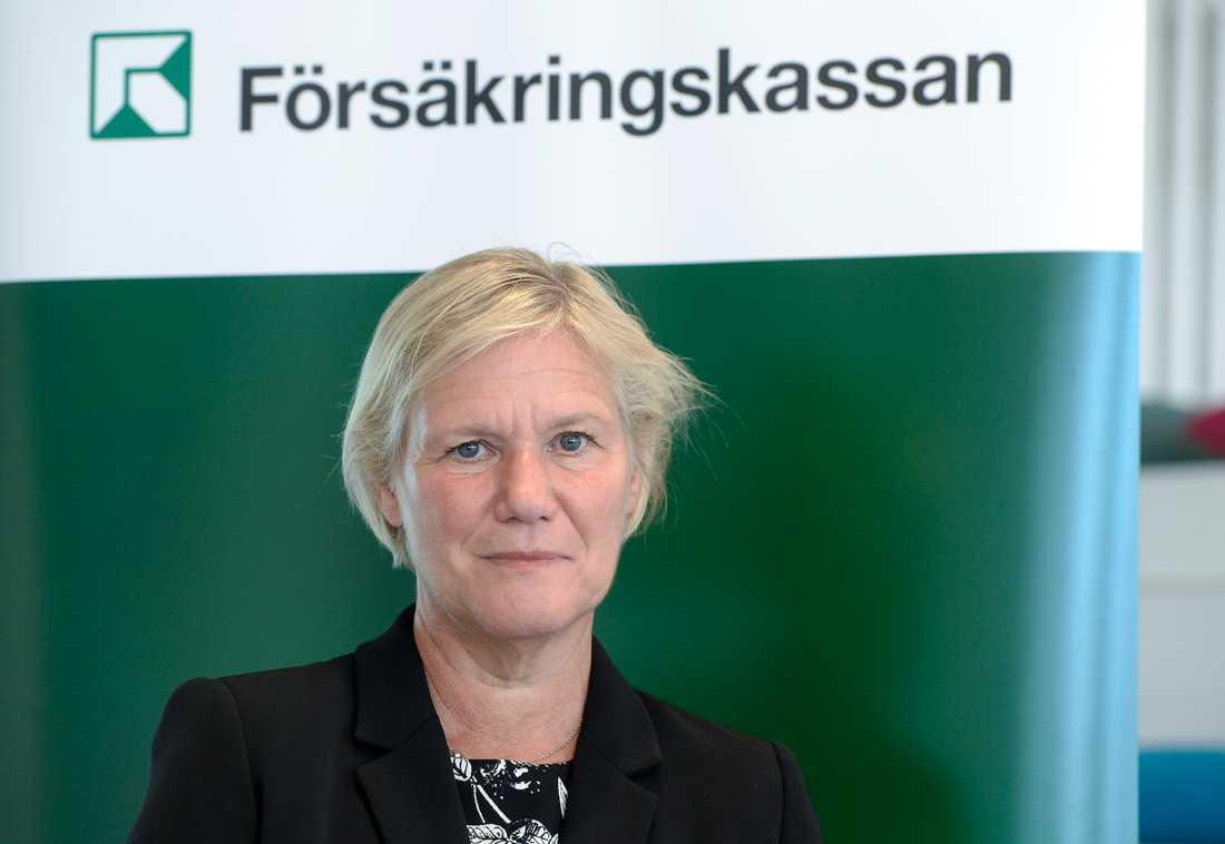 Moderaterna riktade en misstroendeförklaring mot Strandhäll till följd av petningen av Försäkringskassans generaldirektör Ann-Marie Begler.