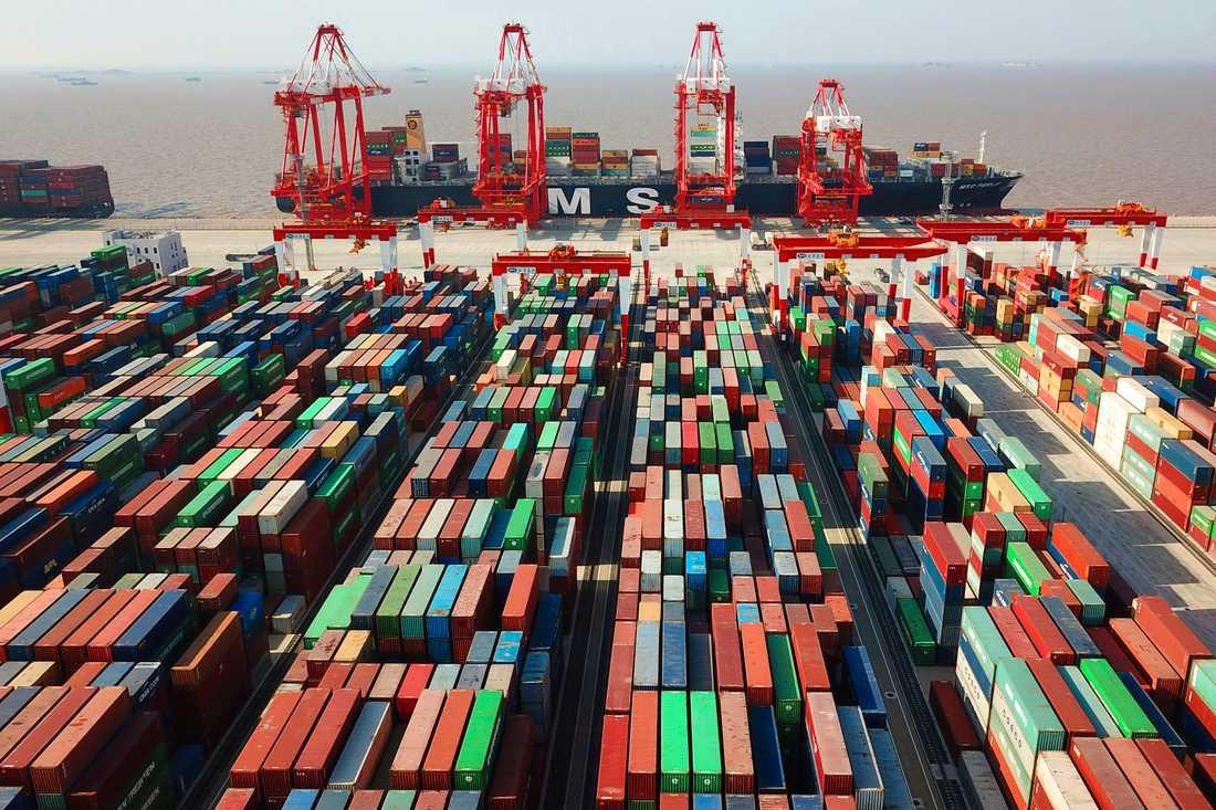 Sju av de tio största containterhamnarna i världen räknat i transporterade ton ligger i Kina. Största av alla är hamnen i Shanghai. Arkivbild.