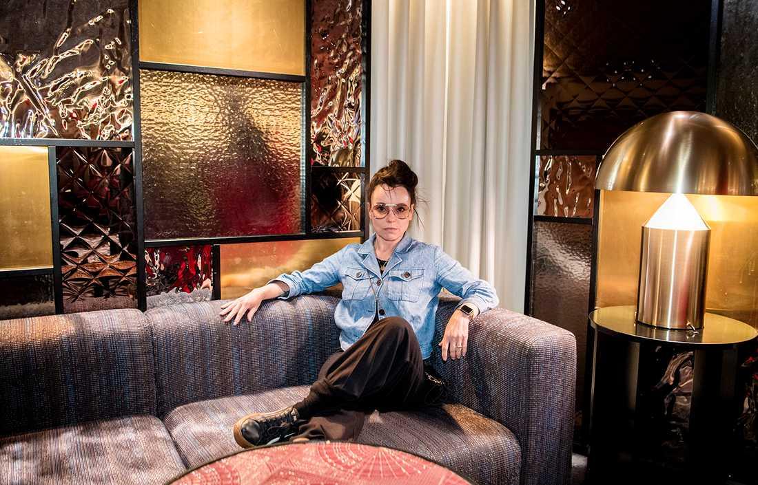 MÅNGSYSSLARE. Lo Kauppi är skådespelerska, manusförfattare, regissör och nu aktuell med sin andra självbiografi.