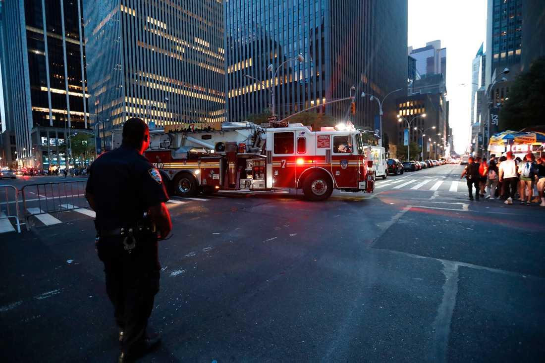 Enligt räddningstjänsten beror strömavbrottet på en brand i ett ställverk.