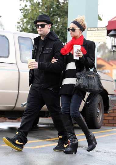 Mammaformerna puts väck Joel Madden och Nicole Richie beger sig ut på stan igen.