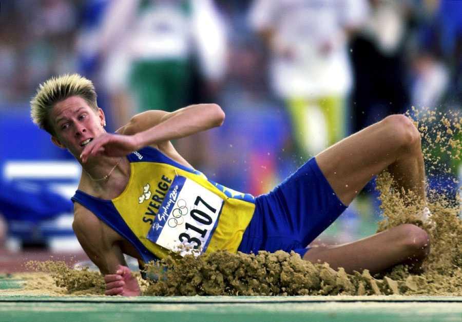 OS I SYDNEY 2000 Christian Olssons första mästerskap på seniornivå var OS i Sydney 2000. Där hoppade han 16,64 i kvalet och missade finalen.